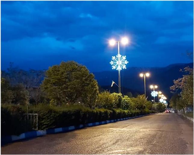 نصب روشنایی بسیار زیبا در بلوار شهر رازمیان